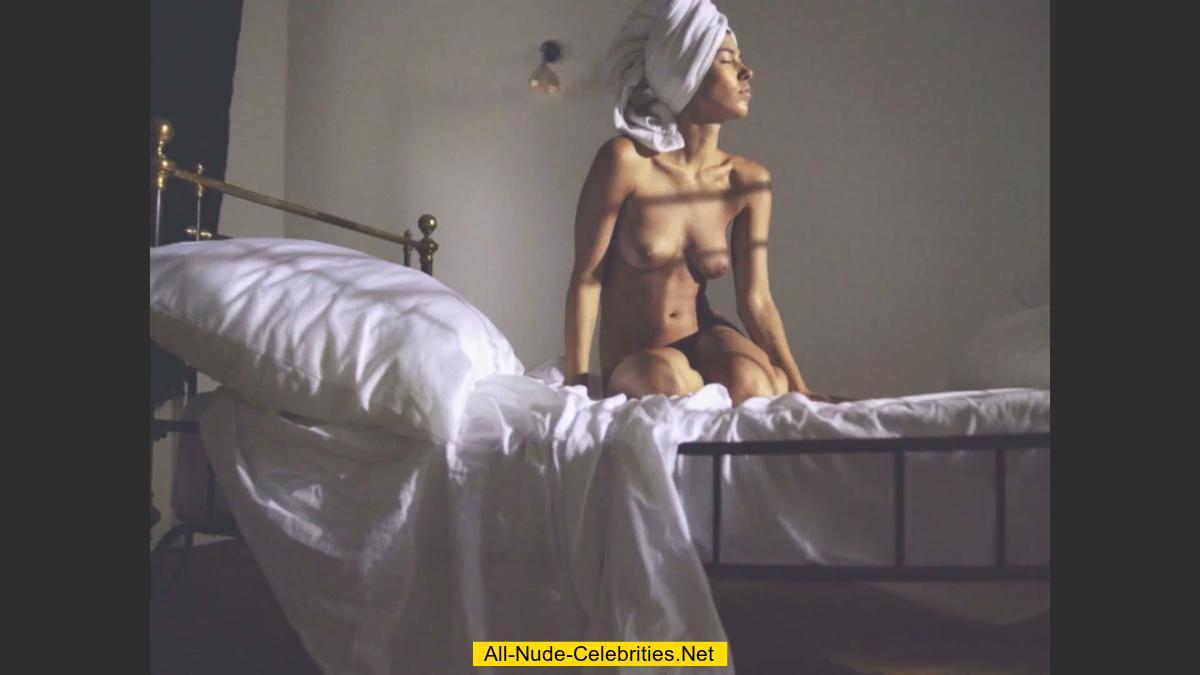 Alina Naked 38