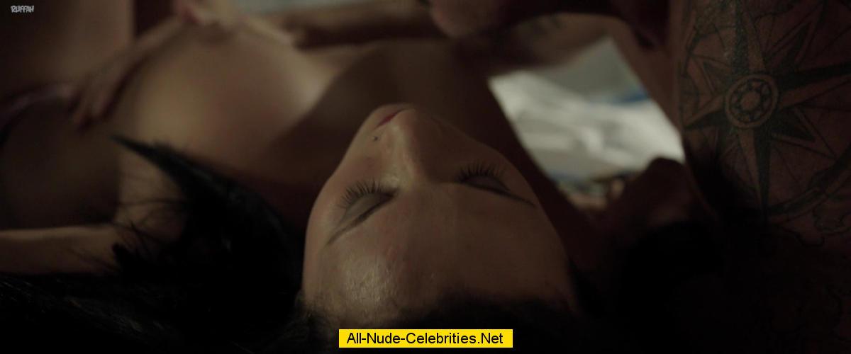 Anna Mowry naked in Bad Karma: www.starsmaster.com/a/anna_mowry_01