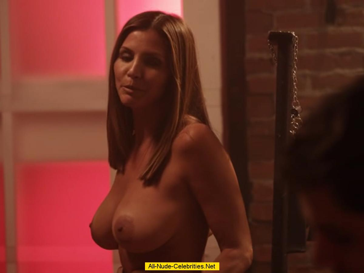 CHARISMA CARPENTER NUDE - GRATIS videos porno