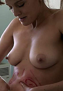 Frankie Shaw fully nude caps from SMILF