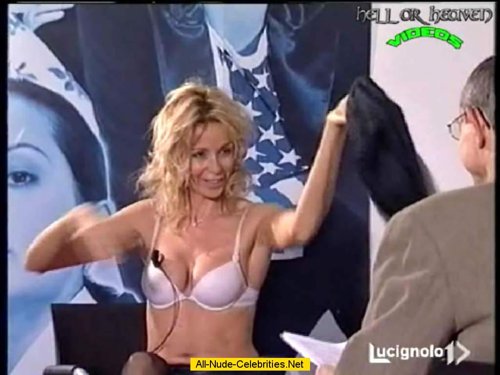 Sizzling Moments on Italian TV - Sexy Videos